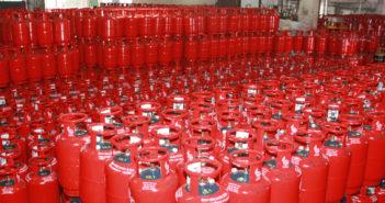 महिलाओं को प्रदान किए गैस चूल्हे व सिलेंडर