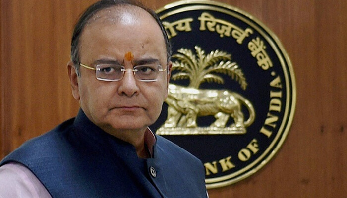 Arun Jaitley assails Manmohan Singh for calling note ban 'organised loot'